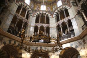 Innenansicht des Aachener Dom